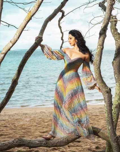 Beautiful Kiara Advani Images on the beach