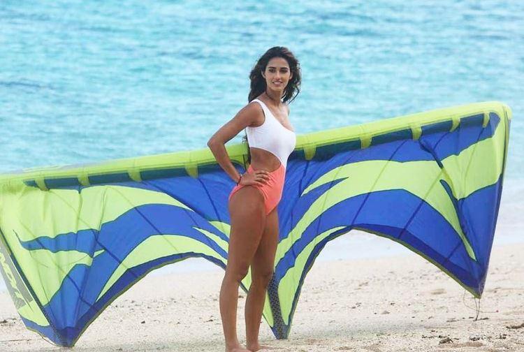 Disha Patani Hot, Sexy, Bikini Pics 2