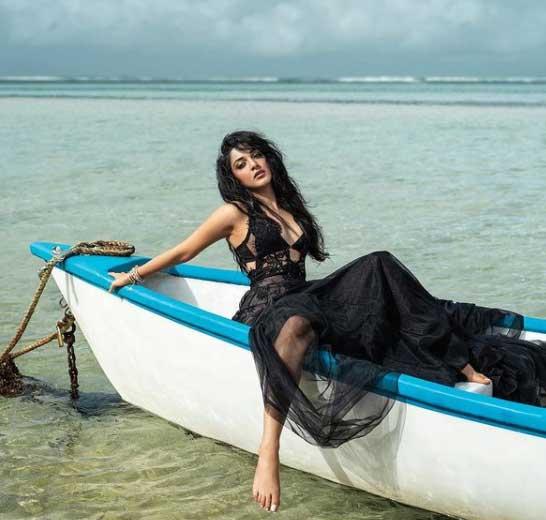 Kiara Advani Images on Beach