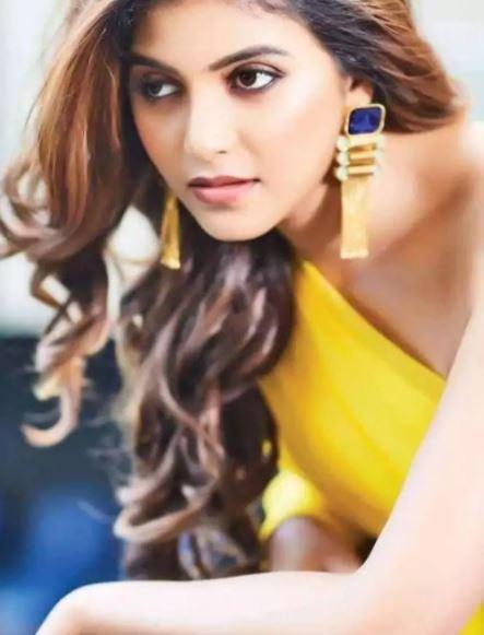 Anjali-hot-in-yellow