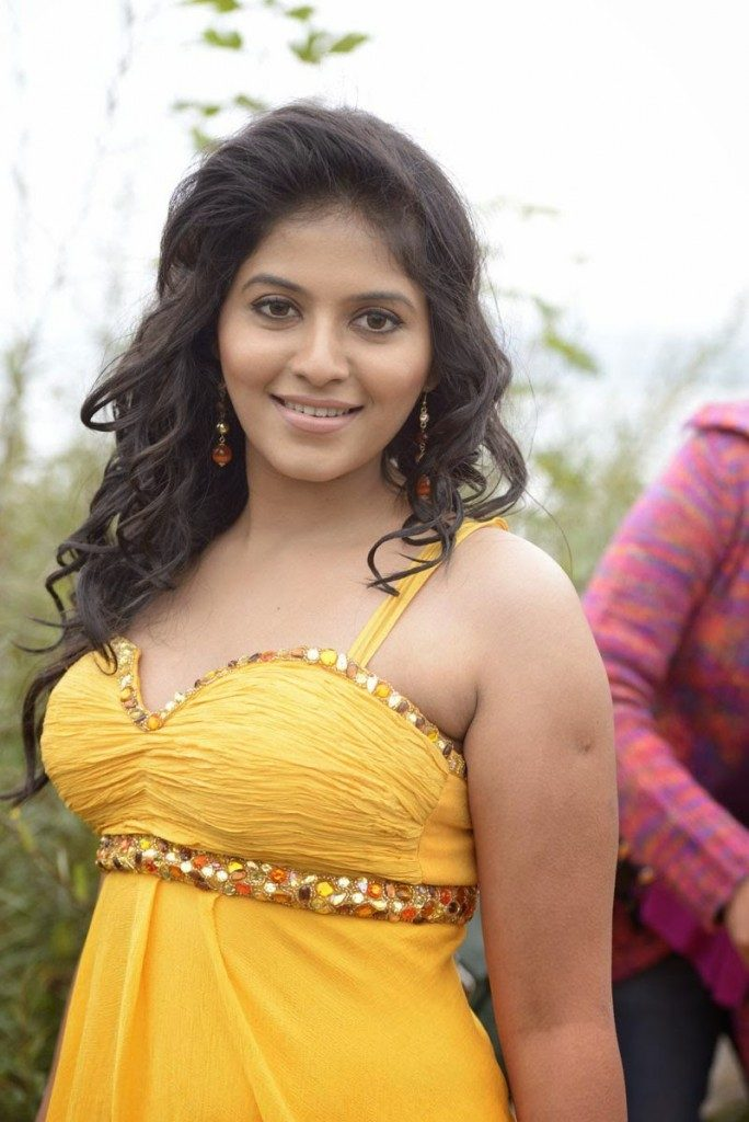 Anjali-hot-photo-in-yellow-top