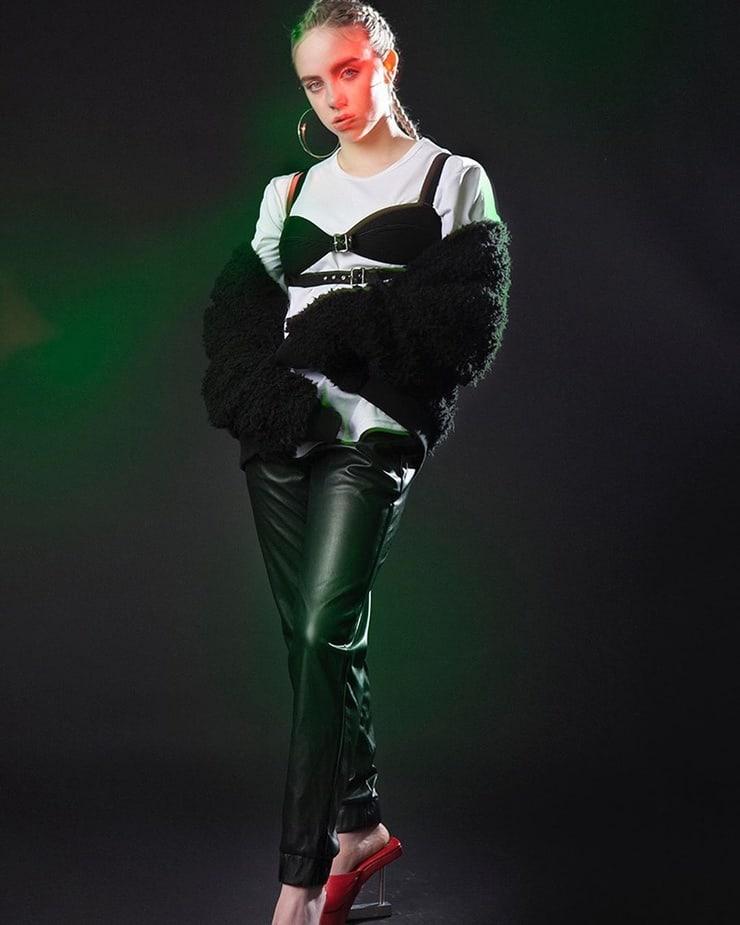 Billie-Eilish-hottest-pic-08