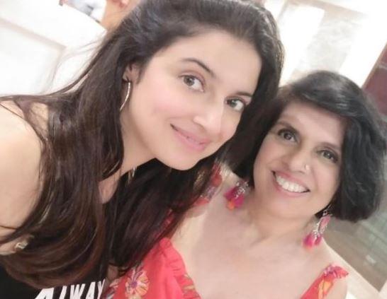 Divya Khosla Kumar Hot Pic with her mom 2021