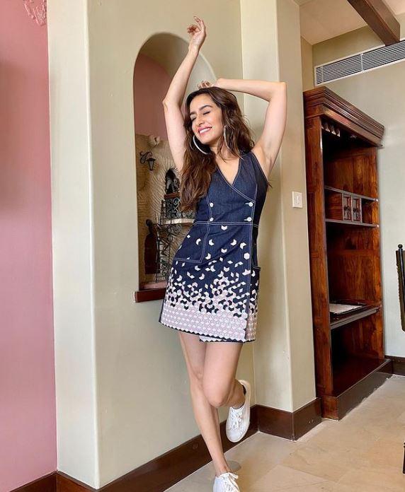 Shraddha Kapoor Hot Pics in denim dress