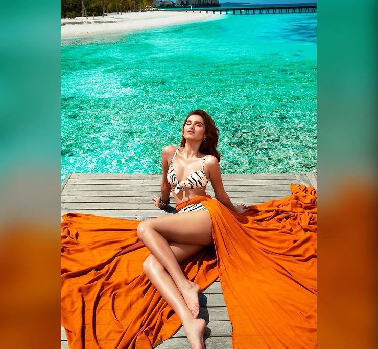 tara-sutaria-hot-Bikini-pic